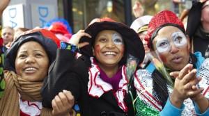 koelner-karneval-verkleidete-frauen-c-koelntourismus-gmbh-di