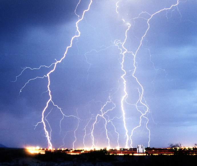 ob_742952_lightning3