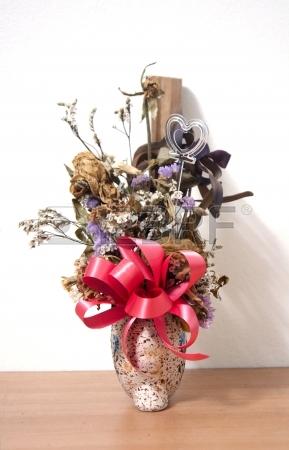 23408841-bouquet-de-fleurs-fanees-dans-le-vase