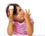 GLACE22449570-petite-fille-mangeant-de-la-creme-glacee-isole-sur-blanc