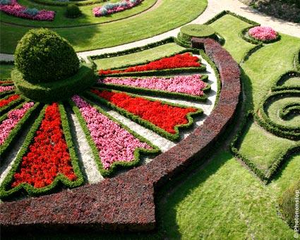 jardin_a_la_francaise_dans_les_douves_du_chateau
