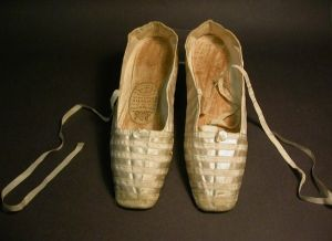 ChaussonQueen_Victorias_Wedding_Shoes_(4209061536)
